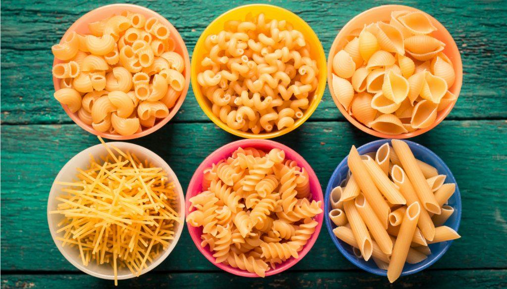 Diferentes tipos de macarrão: massas curtas