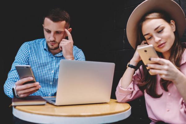 Efeitos das redes sociais em um namoro