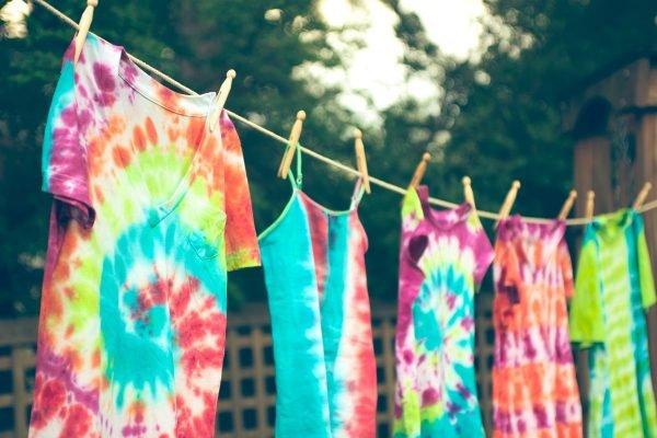 roupas coloridas para mulheres magras