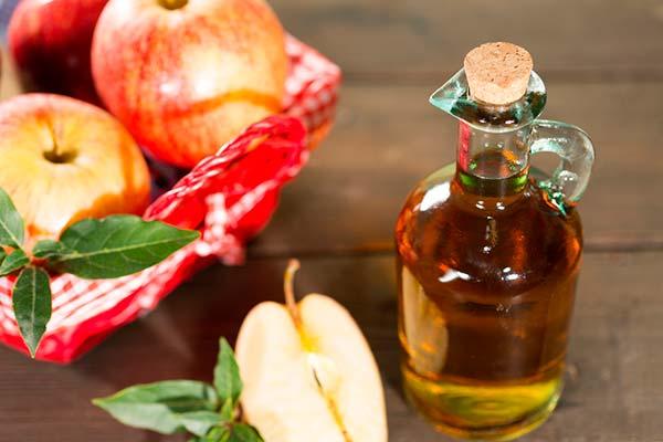 Vinagre de maçã para eliminar verrugas na mãos
