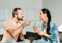 Discussão entre casal de namorados