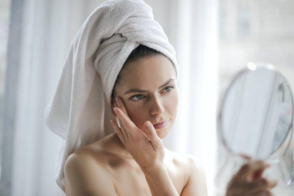 Limpeza de pele caseira para o rosto