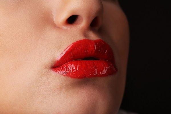 Labios vermelhos cremosos